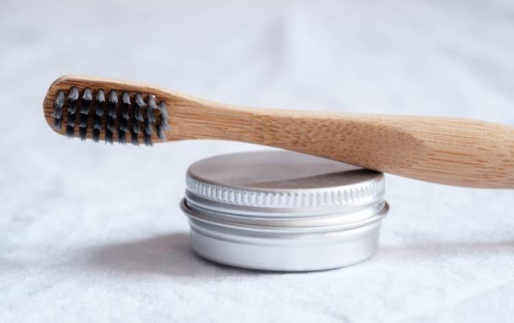 Carbón activado para blanquear los dientes