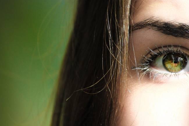 Cómo mejorar la visión naturalmente